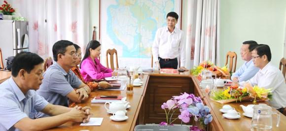 Trao các quyết định nhân sự chủ chốt tại huyện Cần Giờ ảnh 2
