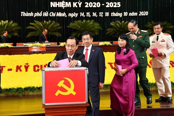 Bỏ phiếu bầu Ban Chấp hành Đảng bộ TPHCM khóa XI ảnh 2