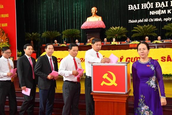 Bỏ phiếu bầu Ban Chấp hành Đảng bộ TPHCM khóa XI ảnh 4