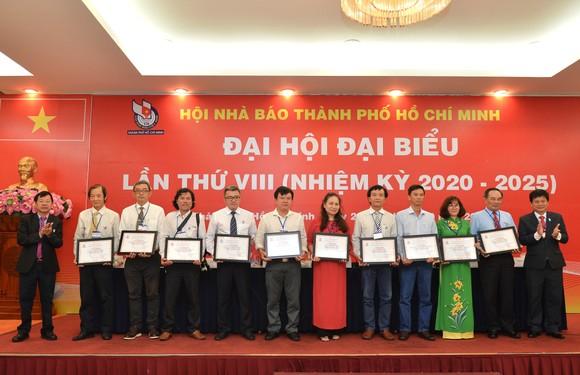 Nhà báo Trần Trọng Dũng tái đắc cử Chủ tịch Hội Nhà báo TPHCM ảnh 6
