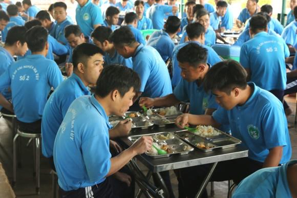 Giám đốc Sở LĐTB-XH TPHCM Lê Minh Tấn thăm, chúc tết cơ sở cai nghiện ma túy ảnh 4