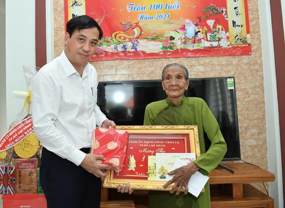 Phó Chủ tịch UBND TPHCM Lê Hòa Bình thăm, chúc tết người dân có hoàn cảnh khó khăn tại huyện Củ Chi ảnh 3