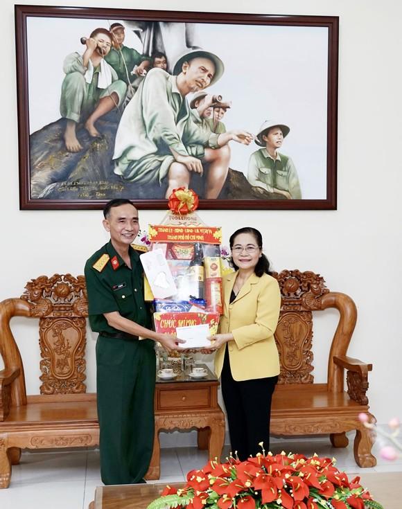 Chủ tịch HĐND TPHCM Nguyễn Thị Lệ thăm, chúc tết các đơn vị, cá nhân ảnh 2