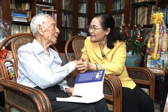 Chủ tịch HĐND TPHCM Nguyễn Thị Lệ thăm, chúc tết các đơn vị, cá nhân ảnh 3