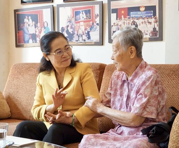 Chủ tịch HĐND TPHCM Nguyễn Thị Lệ thăm, chúc tết các đơn vị, cá nhân ảnh 4
