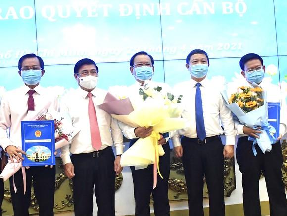 Chủ tịch UBND TPHCM Nguyễn Thành Phong trao quyết định thành lập các cơ quan báo chí và bổ nhiệm nhân sự ảnh 2
