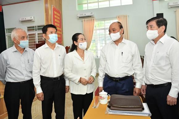 Chủ tịch nước Nguyễn Xuân Phúc: Thúc đẩy giải quyết kiến nghị của cử tri đến nơi đến chốn ảnh 5