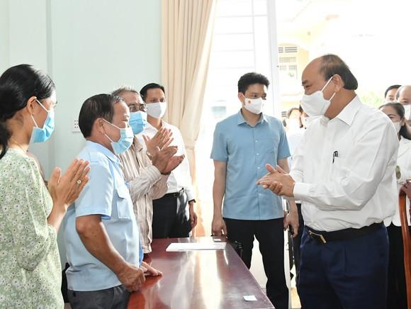 Chủ tịch nước Nguyễn Xuân Phúc: Thúc đẩy giải quyết kiến nghị của cử tri đến nơi đến chốn ảnh 6
