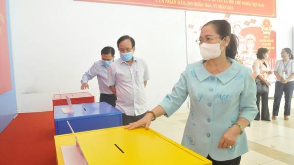 Chủ tịch HĐND TPHCM Nguyễn Thị Lệ kiểm tra việc chuẩn bị bầu cử tại TP Thủ Đức ảnh 1