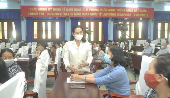 Chủ tịch HĐND TPHCM Nguyễn Thị Lệ tiếp xúc cử tri nữ và cán bộ, chiến sĩ Sư đoàn 9 ảnh 2