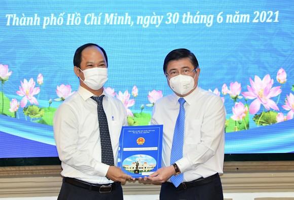 Đồng chí Lê Đức Thanh làm Chủ tịch UBND quận 1, Nguyễn Thị Thu Hường làm Chủ tịch UBND quận 10 ảnh 1