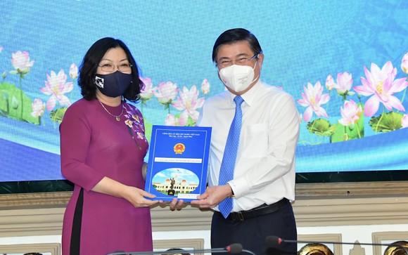 Đồng chí Lê Đức Thanh làm Chủ tịch UBND quận 1, Nguyễn Thị Thu Hường làm Chủ tịch UBND quận 10 ảnh 2