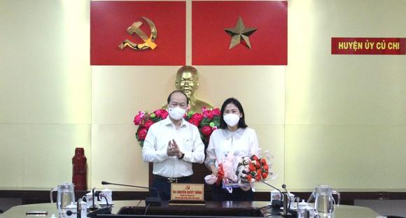 UBND TPHCM phê chuẩn kết quả bầu tân Chủ tịch UBND huyện Củ Chi Phạm Thị Thanh Hiền ảnh 1