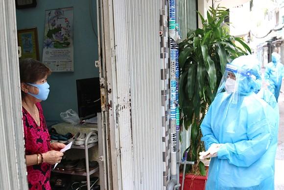 Chủ tịch HĐND TPHCM Nguyễn Thị Lệ kiểm tra công tác phòng chống dịch Covid-19 tại quận 3, quận 10 ảnh 1