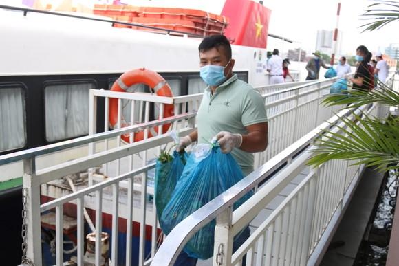25 tấn rau, củ, quả của Pacific Foods hỗ trợ đã được vận chuyển bằng tàu cao tốc tới TPHCM ảnh 3