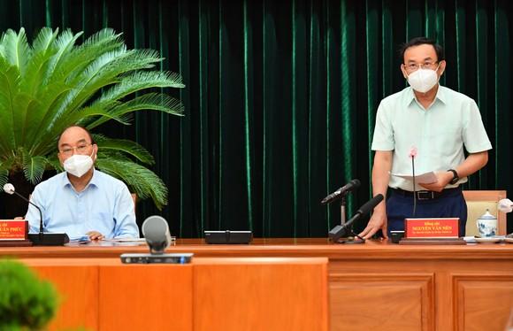 Chủ tịch nước Nguyễn Xuân Phúc: Chiến lược song trùng vừa dập dịch, vừa điều trị  ảnh 8
