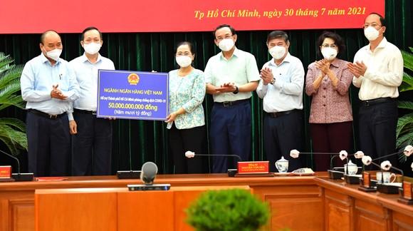Chủ tịch nước Nguyễn Xuân Phúc: Chiến lược song trùng vừa dập dịch, vừa điều trị  ảnh 6