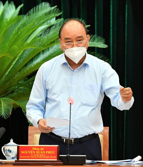 Chủ tịch nước Nguyễn Xuân Phúc: Chiến lược song trùng vừa dập dịch, vừa điều trị  ảnh 2
