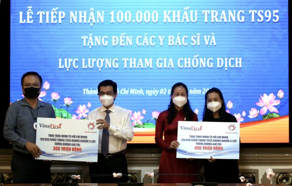 HĐND TPHCM tiếp nhận 100.000 khẩu trang TS95 do kiều bào tặng các lực lượng chống dịch Covid-19 ảnh 2