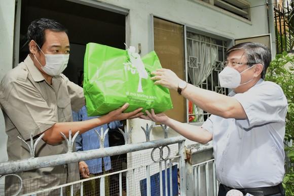 Chủ tịch UBND TPHCM Nguyễn Thành Phong: Có kế hoạch chi tiết, phấn đấu đến ngày 15-9 TP kiểm soát được dịch Covid-19 ảnh 4