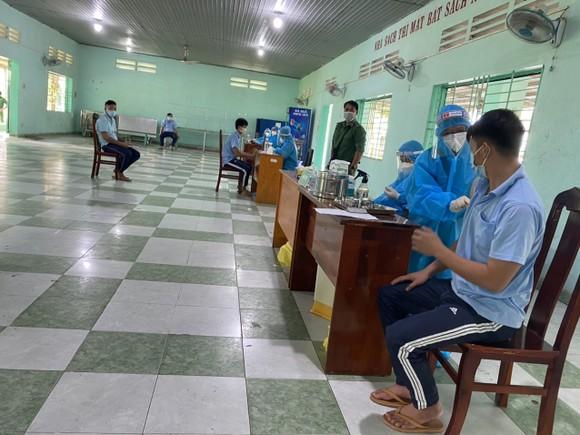 Cơ sở xã hội Nhị Xuân tiêm vaccine cho học viên cai nghiện ma túy ảnh 2