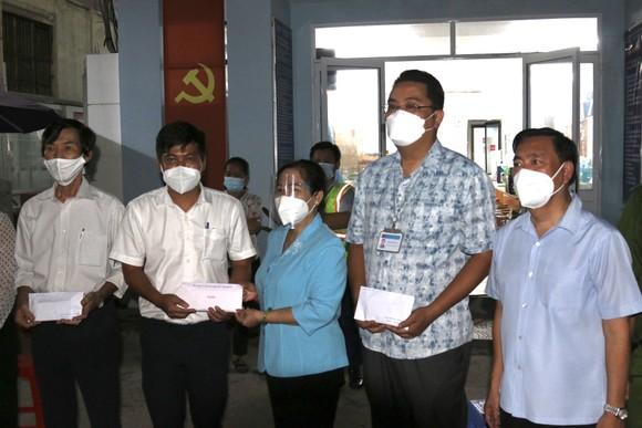 Chủ tịch HĐND TPHCM Nguyễn Thị Lệ thăm hỏi, động viên cán bộ cơ sở tại quận 3 ảnh 2