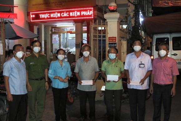 Chủ tịch HĐND TPHCM Nguyễn Thị Lệ thăm hỏi, động viên cán bộ cơ sở tại quận 3 ảnh 4