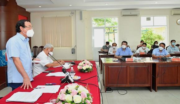 Bí thư Thành ủy TPHCM Nguyễn Văn Nên: Từng bước đưa cuộc sống trở lại trạng thái bình thường mới ảnh 2
