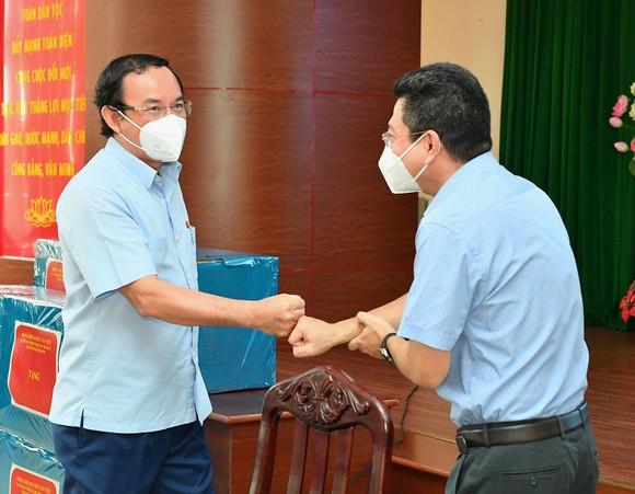 Bí thư Thành ủy TPHCM Nguyễn Văn Nên: Từng bước đưa cuộc sống trở lại trạng thái bình thường mới ảnh 3