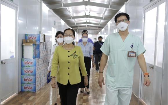 Chủ tịch HĐND TPHCM Nguyễn Thị Lệ: Không bao giờ quên những đóng góp to lớn của các y bác sĩ  ảnh 6