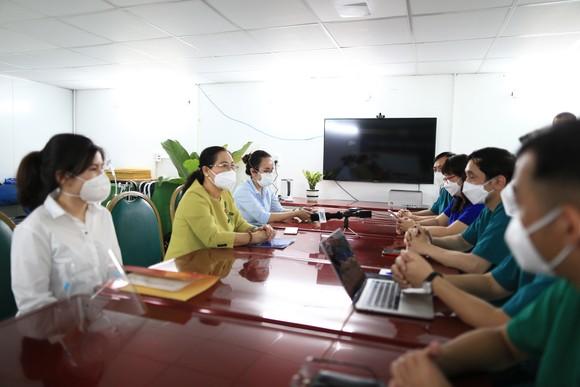 Chủ tịch HĐND TPHCM Nguyễn Thị Lệ: Không bao giờ quên những đóng góp to lớn của các y bác sĩ  ảnh 1