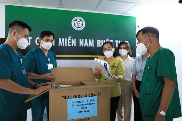 Chủ tịch HĐND TPHCM Nguyễn Thị Lệ: Không bao giờ quên những đóng góp to lớn của các y bác sĩ  ảnh 4