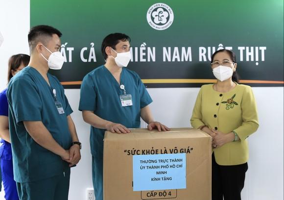 Chủ tịch HĐND TPHCM Nguyễn Thị Lệ: Không bao giờ quên những đóng góp to lớn của các y bác sĩ  ảnh 3