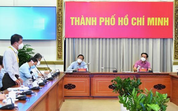 Lãnh đạo TPHCM gặp gỡ chuyên gia, nghe góp ý về phòng chống dịch và phục hồi kinh tế ảnh 5