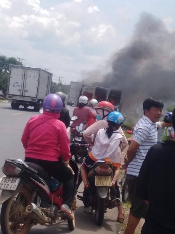 Cháy xe 16 chỗ, một hành khách tử nạn ảnh 2