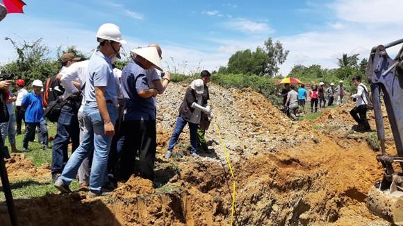 Đang khai quật cống xả ngầm của AB Mauri thải ra sông La Ngà ảnh 2