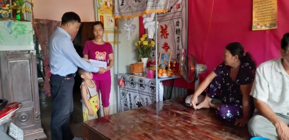 Thăm, tặng quà các nạn nhân và thân nhân vụ sập tường làm 10 người chết ở Đồng Nai ảnh 2