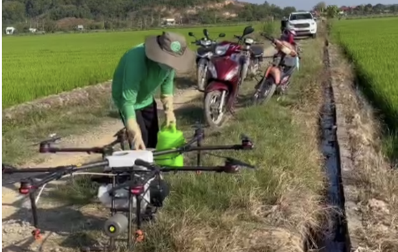 Đồng Nai: Đưa máy bay không người lái vào sản xuất lúa chất lượng cao ảnh 1