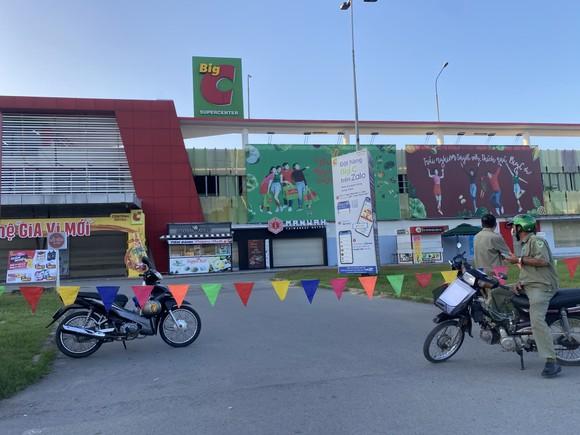 Đồng Nai: Phong tỏa 100 hộ dân vì liên quan đến bệnh nhân mắc Covid-19 ảnh 1