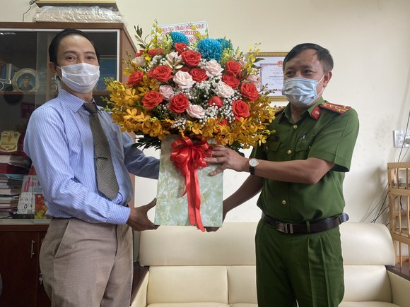 Chủ tịch UBND tỉnh Đồng Nai thăm Văn phòng đại diện Báo Sài Gòn Giải Phóng ảnh 2