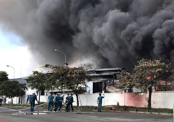 Cháy lớn trong khu công nghiệp ở Đồng Nai ảnh 1