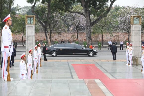 Chủ tịch Triều Tiên Kim Jong-un vào Lăng viếng Chủ tịch Hồ Chí Minh trước khi rời Hà Nội ảnh 9