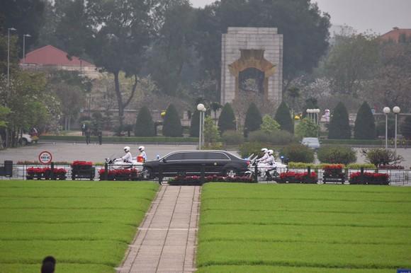 Chủ tịch Triều Tiên Kim Jong-un vào Lăng viếng Chủ tịch Hồ Chí Minh trước khi rời Hà Nội ảnh 1
