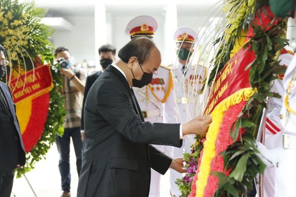 Cử hành trọng thể Quốc tang nguyên Tổng Bí thư Lê Khả Phiêu ảnh 2
