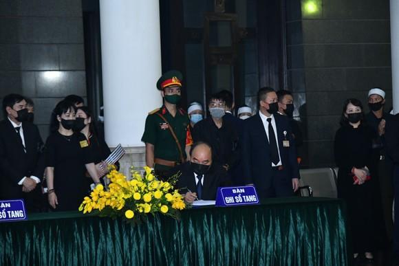 Cử hành trọng thể Quốc tang nguyên Tổng Bí thư Lê Khả Phiêu ảnh 17