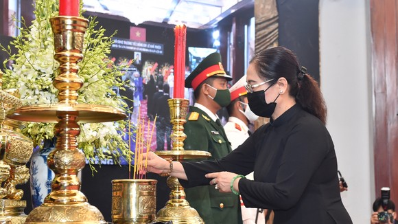 Cử hành trọng thể Quốc tang nguyên Tổng Bí thư Lê Khả Phiêu ảnh 44