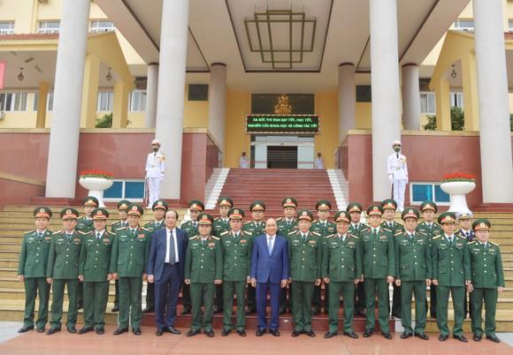 Thủ tướng Nguyễn Xuân Phúc thăm và làm việc tại Học viện Quốc phòng ảnh 4