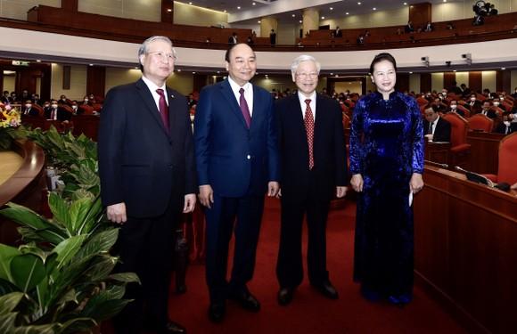 Hội nghị Trung ương 14 tiến hành giới thiệu nhân sự tham gia Bộ Chính trị, Ban Bí thư khóa mới ảnh 3