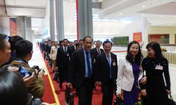 Đại biểu dự Đại hội XIII của Đảng vào Lăng viếng Chủ tịch Hồ Chí Minh ảnh 12