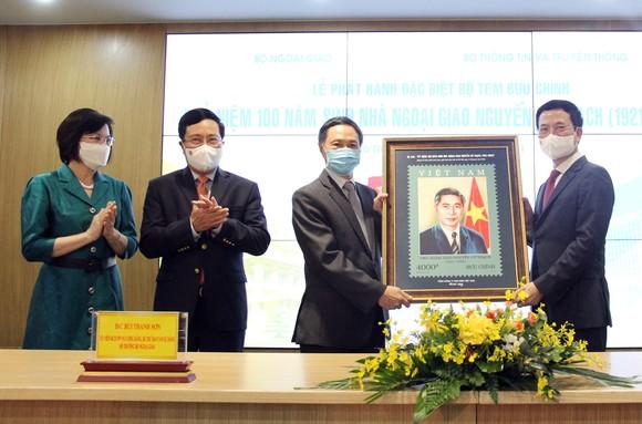 Phát hành đặc biệt bộ tem về nhà ngoại giao Nguyễn Cơ Thạch ảnh 3